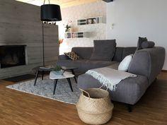 Gemütliches Wohnzimmer mit modernem Ambiente Modern, Furniture, Home Decor, Cozy Living, Cosy House, Detached House, Steel, Trendy Tree, Decoration Home