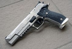 I& wanted an for a long time, due in part to bac& enthusiastic recommendation of the platform. A handmade, single action-only Sig that. Weapons Guns, Guns And Ammo, Sig Sauer P226, Revolver Pistol, Custom Guns, Cool Guns, Tactical Gear, Firearms, Shotguns