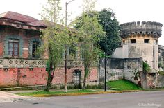 -m---On the left, an old house.  On       the right, the Costarican Museum,      San Jose.-