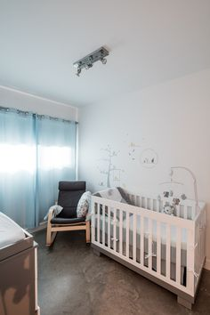 Chambre d'enfant minimaliste Cribs, Bed, Design, Furniture, Home Decor, Real Estate Development, Minimalist, Child Room, Cots