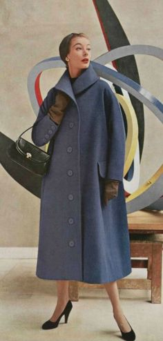 Love the proportions of the hat and coat in this 1952 Jacques Fath Vintage Fashion 1950s, Fifties Fashion, Vintage Couture, Mode Vintage, Vintage Vogue, Retro Fashion, Vintage Ladies, Womens Fashion, Club Fashion