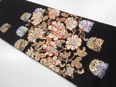 本金箔花唐草に和歌模様織り出し袋帯(額縁仕立て) Summer Kimono, Kimono Pattern, Vintage Kimono, Asian Art, Japanese, Embroidery, Patterns, Block Prints, Needlepoint