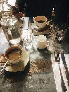 Coffee Latte lest Coffee Meets Bagel Messaging nor Coffee Near Me yet Crawfords Morning Coffee Biscuits Tesco yet Coffee Break Italian Free Podcast Coffee Drinks, Coffee Cups, Tea Cups, Coffee Date, Coffee Break, Morning Coffee, But First Coffee, Best Coffee, Chocolate Cafe