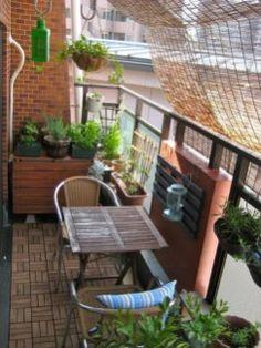 Cozy Apartment Balcony Decorating Ideas 31