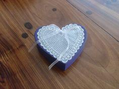 Caixa decorada com coração em pergamano