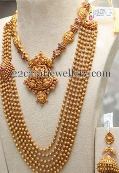 Gold Balls Set with Choker by PMJ - Jewellery Designs Real Gold Jewelry, Silver Jewellery Indian, Indian Wedding Jewelry, Gold Jewellery Design, Bridal Jewelry, Indian Weddings, Temple Jewellery, Ethnic Jewelry, Indian Bridal