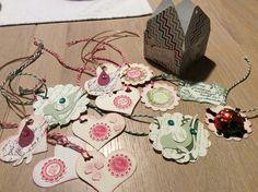 Geschenkanhänger in kleiner Geschenkbox