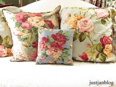 Nice pillows for cottagy decor in blues for deck