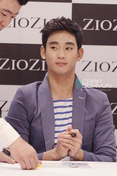 Kim Soo Hyun #김수현 140411 ZioZia fansign