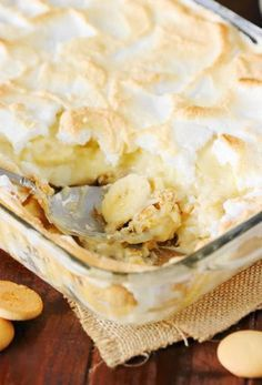 this Old-Fashioned Banana Pudding from scratch recipe to whip up a pan full of old-timey deliciousness, just like Grandma used to make! Banana Pudding From Scratch, Old Fashioned Banana Pudding, No Bake Banana Pudding, Banana Pudding Cheesecake, Southern Banana Pudding, Homemade Banana Pudding, Banana Pudding Recipes, Avocado Pudding, Keto Pudding