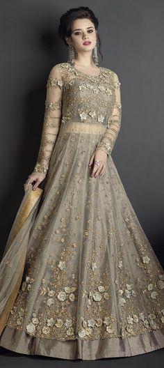 New Ideas for bridal lehenga white red desi wedding Indian Wedding Gowns, Desi Wedding Dresses, Party Wear Indian Dresses, Designer Party Wear Dresses, Indian Gowns Dresses, Indian Bridal Wear, Indian Designer Outfits, Pakistani Dresses, Dress Wedding