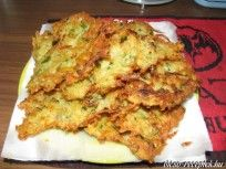 zucchini bites - I made these tonight and every last one of them got eaten. They were yummy. Even my ultra picky kids loved these. Recipes Appetizers And Snacks, Yummy Snacks, Dinner Recipes, Yummy Food, Dinner Ideas, Desserts, Zucchini Bites, Veggie Bites, English Food