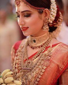 Kerala Wedding Saree, Bridal Sarees South Indian, Kerala Bride, Bridal Silk Saree, Hindu Bride, Indian Bridal Fashion, Indian Bridal Wear, South Indian Bride, South Indian Wedding Hairstyles