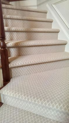 Stylish stair carpet ideas and inspiration. So you can choose the best carpet for stairs.Quality rug for stairs, stairway carpets type, etc. Stairs, Foyer Decorating, Patterned Carpet, Patterned Stair Carpet, How To Clean Carpet, Carpet Trends, Bedroom Carpet, Room Carpet, Basement Carpet