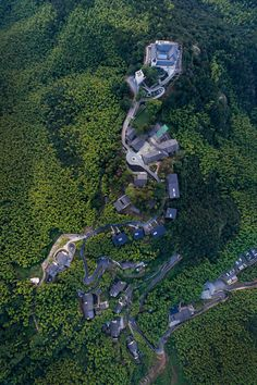 Naked Castle (Scottish Castle) in Zhejiang (China) by Shanghai Tianhua Architectural Design >>> Landscape Architecture, Landscape Design, Architecture Design, Bungalow Resorts, Resort Plan, Jungle House, Urban Design Plan, Hills Resort, Hotel Concept