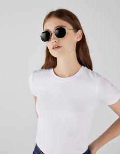 T-shirt à col rond - Tee-Shirts - Bershka France Round Sunglasses, Sunglasses Women, T Shirt, Tees, Book, Fashion, Printed Tees, Crew Neck, Latest Trends
