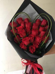 Boquette Flowers, How To Wrap Flowers, Luxury Flowers, Paper Flowers Diy, Beautiful Flowers, Valentine Flower Arrangements, Flower Arrangements Simple, Valentines Flowers, Flower Bouquet Diy