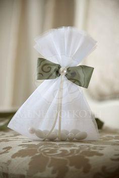 Μπομπονιέρα γάμου τούλινο πουγκί με παπιγιόν