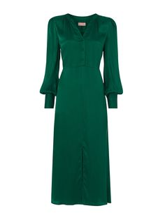 With a flattering silhouette and lustrous emerald green silk base, Mindy is the perfect plus Day Dresses, Dress Outfits, Dresses For Work, Fashion Outfits, Midi Dresses, Fashion Ideas, Green Midi Dress, Silk Midi Dress, Mother Of The Bride Fashion