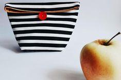 Esta bolsa DIY te resultará de lo más útil para que los peques lleven el almuerzo al cole o para llevar el tupper al trabajo. ¿Quieres ver cómo lo han hecho? ¡Es muy fácil!