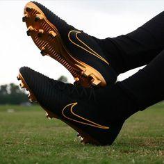 Nike soccer boots for sport. Best Soccer Shoes, Adidas Soccer Shoes, Nike Football Boots, Nike Boots, Soccer Boots, Girls Soccer Cleats, Nike Cleats, Soccer Gear, Football Gear