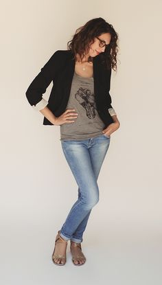 casual geek chic in a blazer and graphic tee with jeans and sandals #blogger
