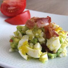 Bacon, Egg, Avocado and Tomato Salad (Whole30)