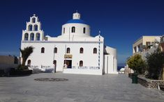 A tour in Santorini's center and northern tip, the villages of Kontochori and Finikia with a Sunset in Oia. Santorini Tours, Santorini Island, Famous Wines, Cocktail Night, Boat Tours, Walking Tour, Traditional House, Sunset, Mansions