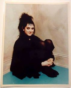 Winona Ryder as Lydia Deetz in Beetlejuice. She is also Elsa from Frankenweenie and Kim from Edward Scissorhands. Winona Ryder Beetlejuice, Lydia Beetlejuice, Beetlejuice Costume, Beetlejuice Cartoon, Halloween Inspo, Halloween Kostüm, Halloween Costumes, Sweeney Todd, Winona Forever