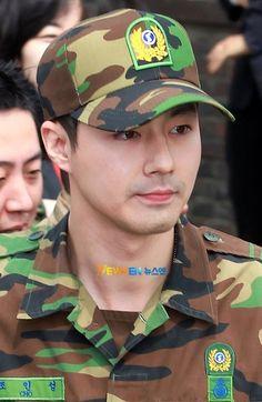 a very handsome oppa even with that garb ! Hot Korean Guys, Korean Men, Asian Men, Asian Boys, Korean Celebrities, Korean Actors, Celebs, Korea University, Jo In Sung