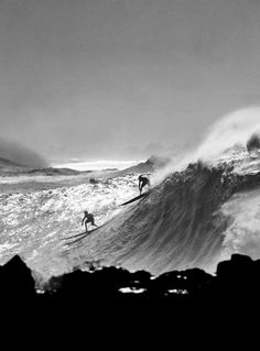 Hoping the waves will get tall enough while I'm here for Eddie Aikau Invitational. Eddie Aikau was the first lifeguard in Waimea Bay and a local legend. Surf Mar, Sup Surf, Big Waves, Ocean Waves, Surfing Pictures, Art Sculpture, California Surf, Water Photography, Windsurfing