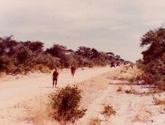 Sweeping at Elundu 82 - troops were cheaper than trucks - let them go first Once Were Warriors, French Armed Forces, Army Day, French Foreign Legion, Brothers In Arms, Vader Star Wars, Tactical Survival, French Army, My Heritage