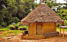 I'd like to live here, for at least 4 months or Liberia Africa, Hijab Mode, Mud Hut, African House, Vernacular Architecture, Homeless People, Types Of Houses, Africa Travel, Beautiful Space