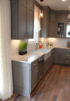 I actually really like these grey cabinets. It would make my red microwave and vintage green toaster stick out lol