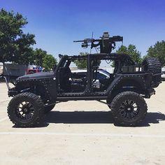 Jeep - looks fun Black Jeep Wrangler Unlimited, Jeep Wrangler Girl, Jeep Cj7, Jeep Jeep, Fancy Cars, Cool Cars, Gta, Jurassic Park Jeep, Jeep Baby