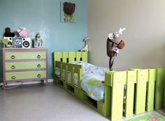 Lit en palette - Made in Pacôtilles Pallet Kids, Diy Pallet Bed, Diy Bed, Palette Table, Palette Deco, Decoration Palette, Exterior Decoration, Pallet Building, Wooden Pallets