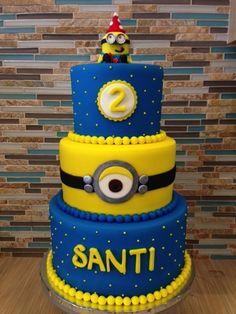 Divertida tarta para celebración de cumpleaños Minions