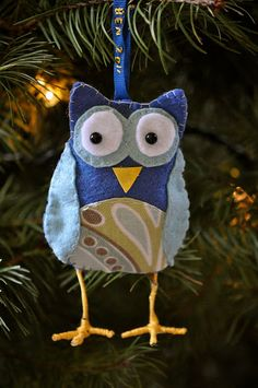 This reminds me of an adorable owl Christmas ornament that my lovely friend Tanya got for me.