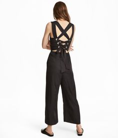 Sleeveless jumpsuit in twill. Lacing and metal eyelets at back. Side pockets, seam at waist and wide, ankle-length legs. Lined at front. Fashionista Trends, Fashion Art, White Fashion, Fashion Online, Fashion Outfits, Style Casual, Overall, Black Laces, Neue Trends