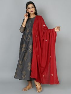 Latest Collection of Salwar Suit Designs in the gallery. Salwar Suit Design Ideas from India's Top Online 🛒Shopping Sites. Ethnic Outfits, Indian Outfits, Fashion Outfits, Indian Clothes, Womens Fashion, Indian Attire, Indian Ethnic Wear, Stylish Dress Designs, Stylish Dresses