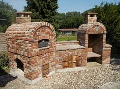 Outdoor kitchen made of old bricks - Karin Urban - NaturalSTyle Today we visited the B. in Hanover and in Hall 26 came across the very attractive stand of the Pizza Oven Outdoor, Outdoor Cooking, Outdoor Fire, Outdoor Living, Outdoor Decor, Design Barbecue, Parrilla Exterior, Old Bricks, Diy Fire Pit