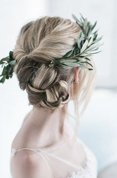 Wedding twisted updo - Minimalist bridal shoot in green and white by Hannah Forsberg (Photography & styling) - via Magnolia Rouge