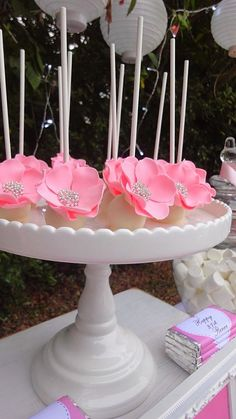 Little Big Company | The Blog: Pink and Blue Garden party for a 21st birthday by Perfectly Sweet