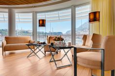 Fendi Casa furnishes the yacht club in Monaco. In collaboration with Jacques Grange, Italian style lands in the Principality.