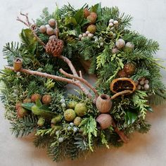 Christmas Door Wreaths, Wreaths For Front Door, Christmas Diy, Christmas Decorations, Fresh Wreath, Seasonal Decor, Holiday Decor, Flower Decorations, Dried Flowers