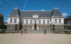 Véronique vous emmène à la découverte de Rennes et de ses petites douceurs Bretonnes.  https://www.good-spot.com/fr/pages/visite-gourmande-de-rennes-1h30--spot-6092.php