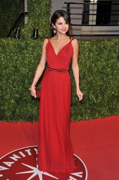 Selena Gomez - D&G red carpet gown :)