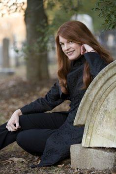 Kim Harrison--> Great author love her books