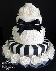 Tartas de Boda - Wedding Cake - Beautiful Black and White Wedding Cake Black White Cakes, Black And White Wedding Cake, White Wedding Cakes, Beautiful Wedding Cakes, Gorgeous Cakes, Pretty Cakes, Cute Cakes, Amazing Cakes, Black Tie