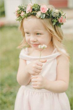 flower girl with flower halo @weddingchicks